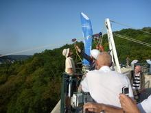 Highlight for Album: 9 octobre 2010 : lancer de secours à partir d'une tyrolienne fixée sur le viaduc des Fauvettes (Gometz 91)
